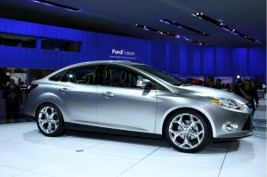 ford-focus-detroit-auto-show-lighted-2012-mytouch